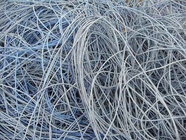 Een wirwar aan CCA kabels
